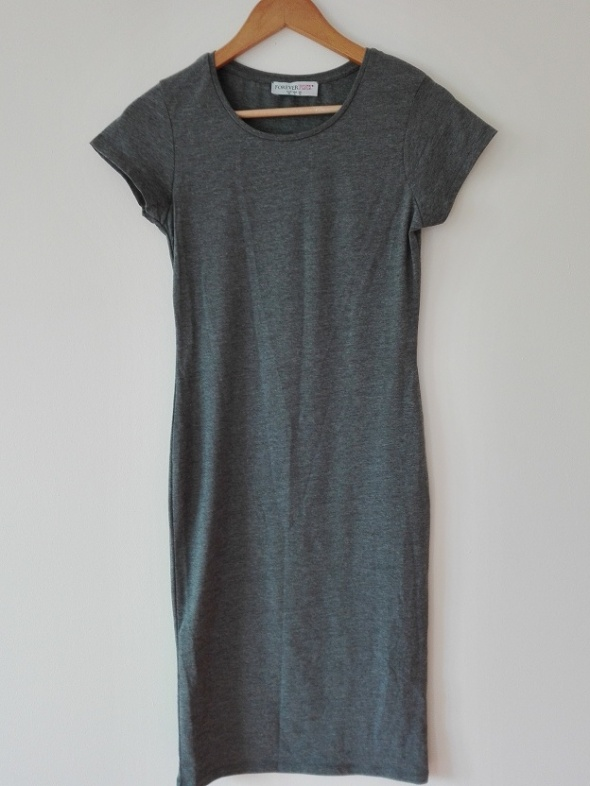 Długa szara sukienka