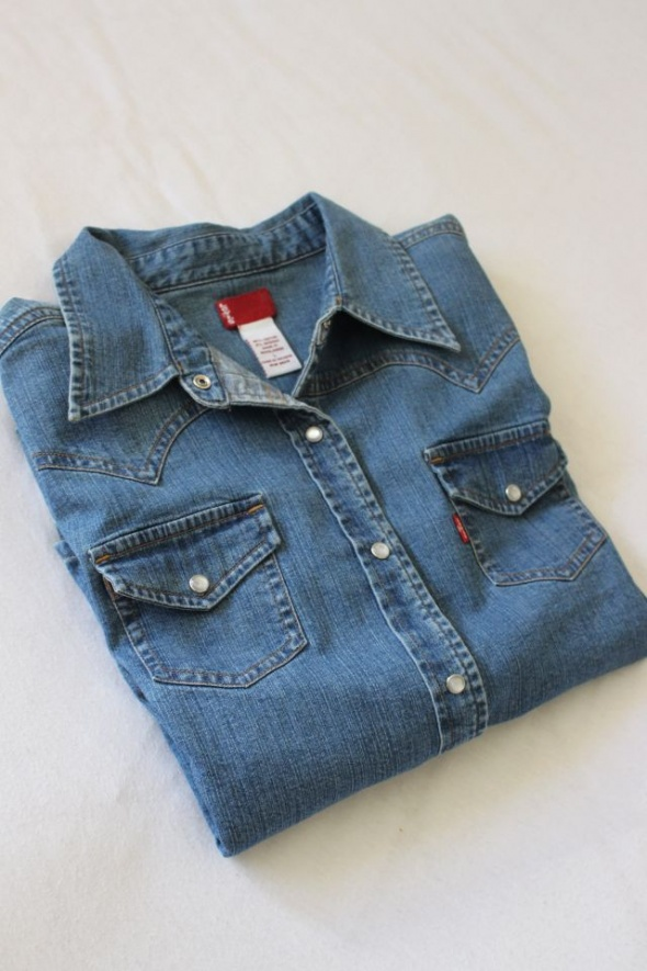 niebieska koszula jeansowa Levis L