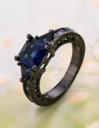 Nowy pierścionek kamienie czarny