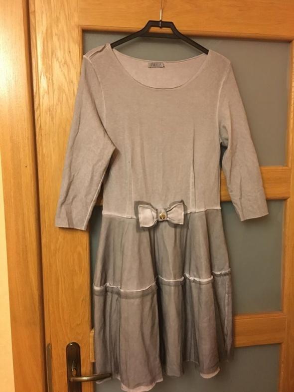 szara sukienka z kokardką