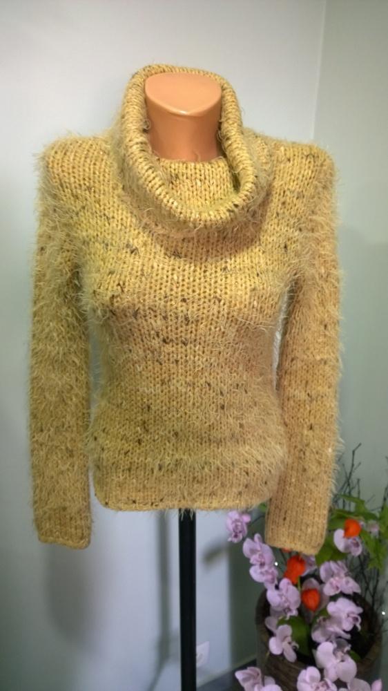 sweter z golfem włochacz XS S