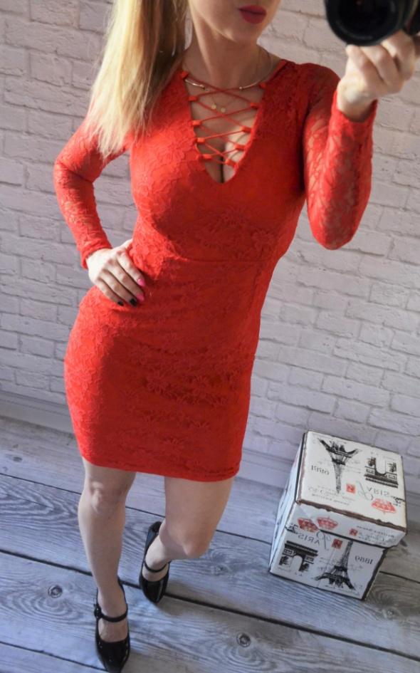 piekna koronkowa sukienka wiazania