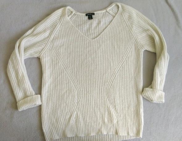 beżowy akrylowy sweter...