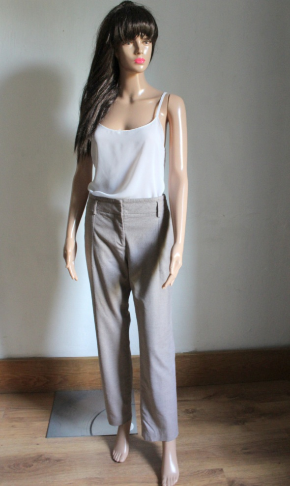 Eleganckie beżowe spodnie r L...