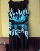 czarna sukienka w niebieskie kwiaty...