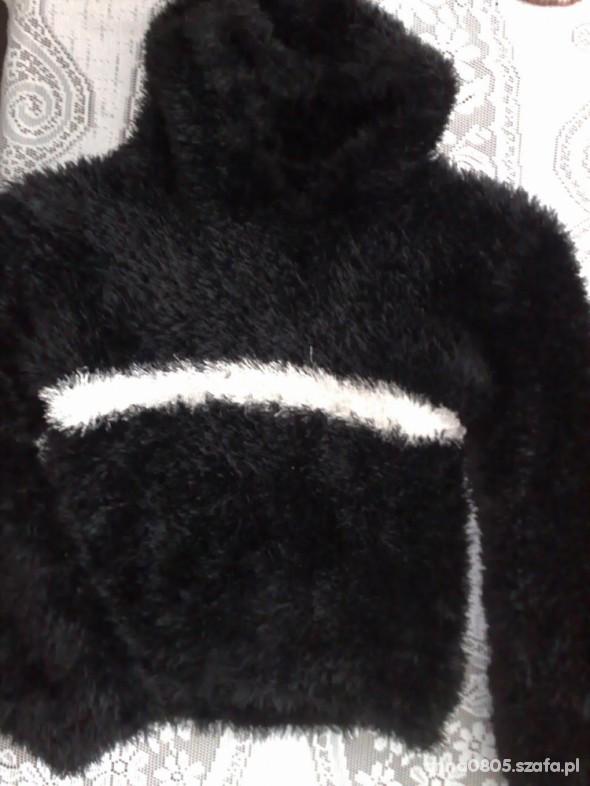 Bardzo ciepła bluza z kapturem sweterek