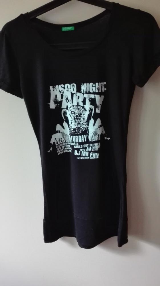 Czarna bluzeczka z nadrukiem...