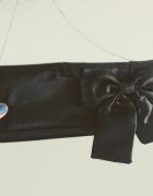 Wieczorowa torebka atłasowa z kokardą na łancuszku stan idealny...