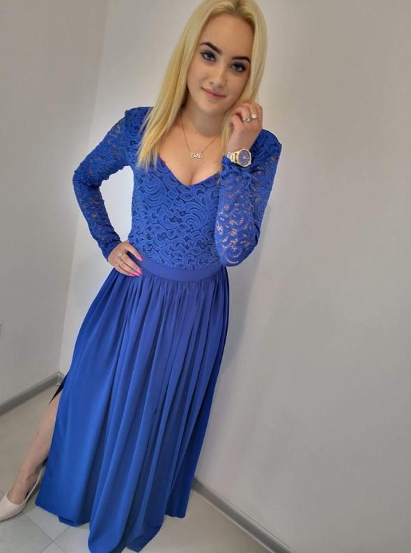 Długa chabrowa sukienka