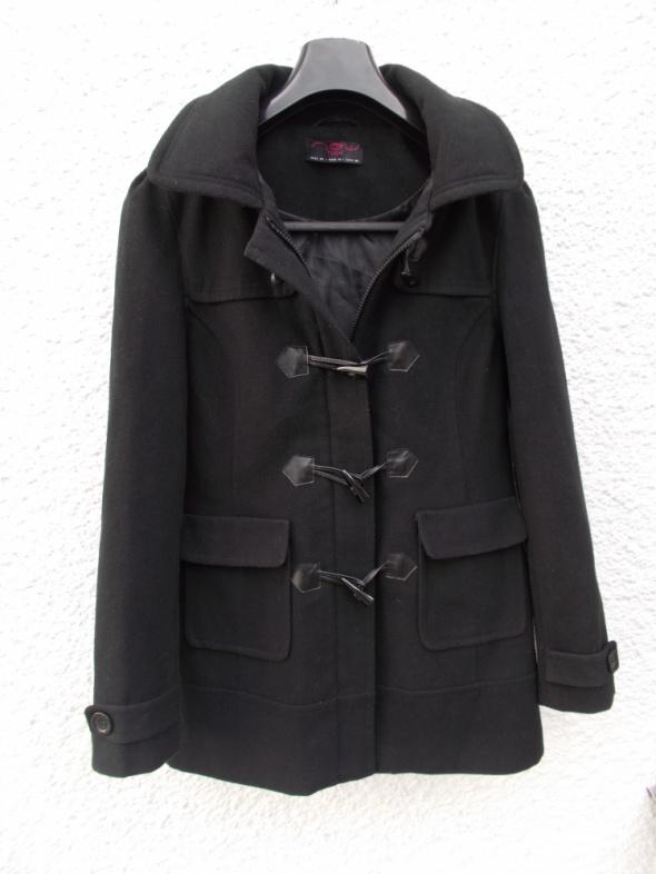 czarny płaszcz przejściowy z kapturem...