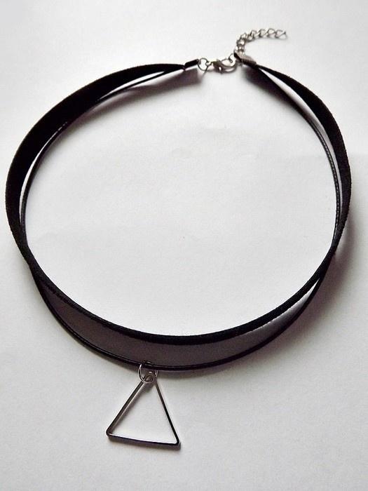 Choker dusik czarna aksamitka z rzemykiem i trójkątną zawieszką naszyjnik tumblr grunge