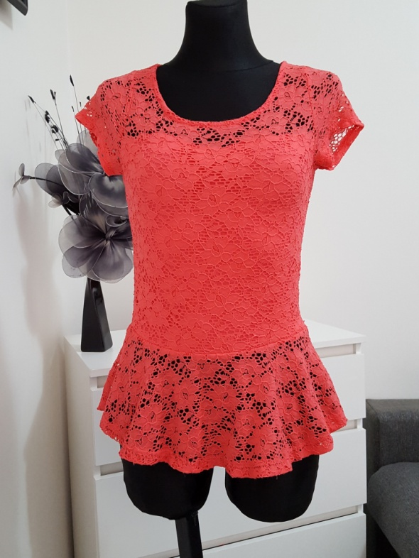 koronkowa rózowa bluzka z baskinką