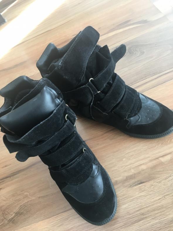 Czarne zamszowe sneakersy jak isabel marant