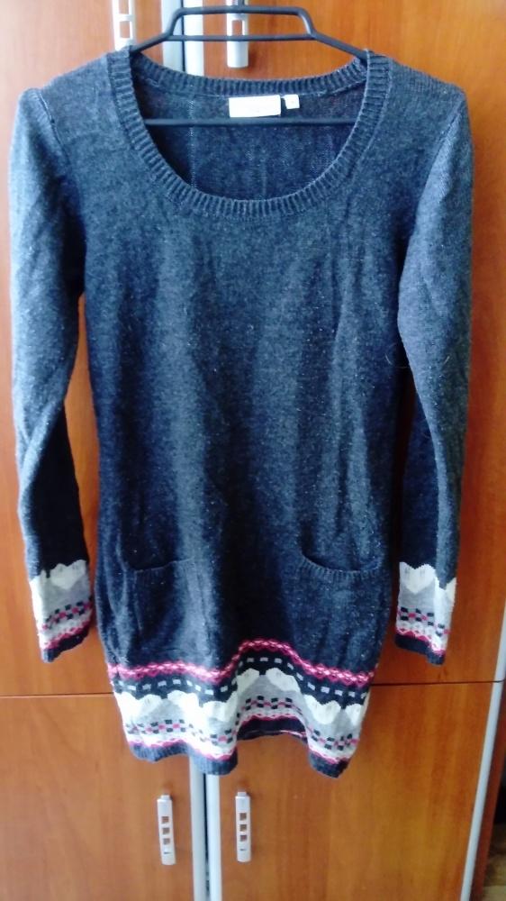 Dziewczęcy sweter z serduszkami