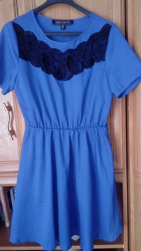 niebieska z koronką