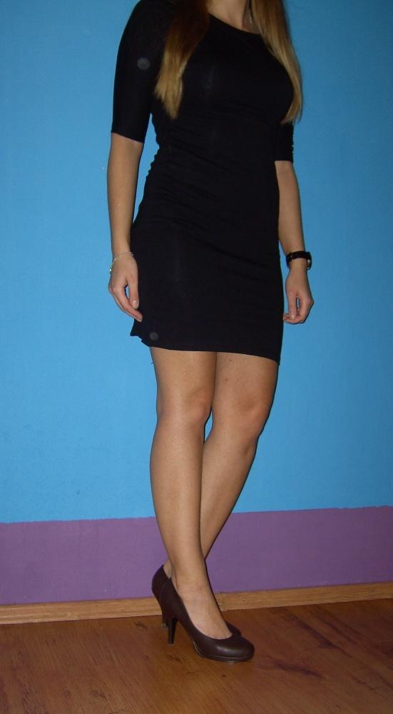 mała czarna sukienka obcisła