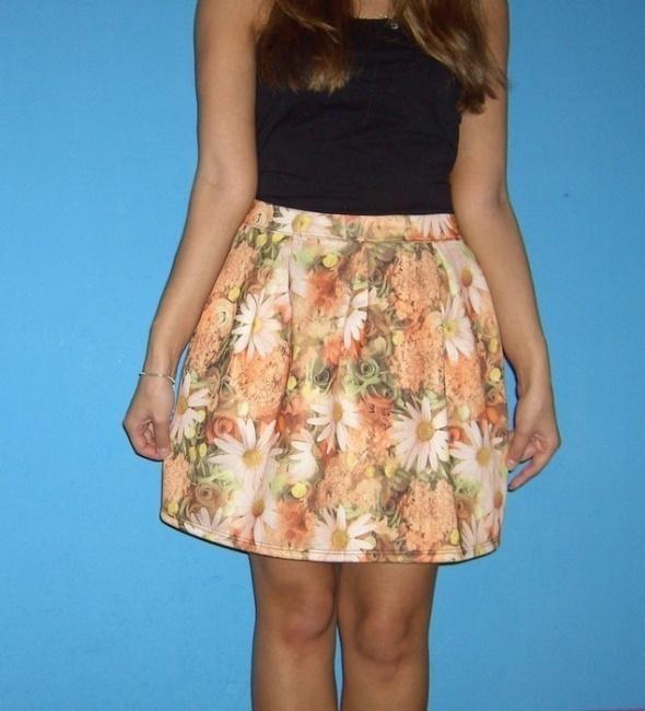 rozkloszowana spódnica w kwiaty pomarańcz S