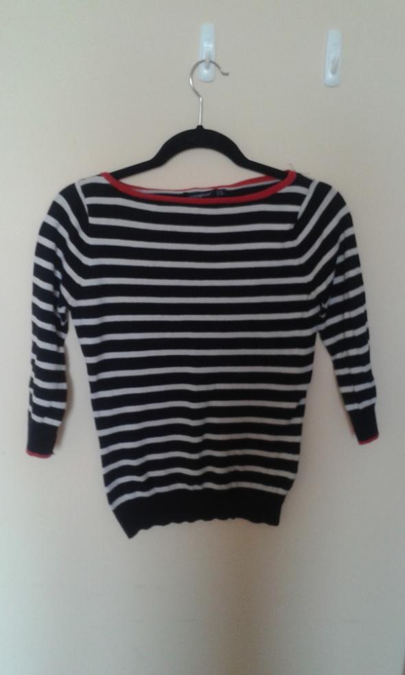 sweter w paski atmopshere czerwone detale