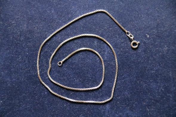 1Piękny srebrny łańcuszek 925