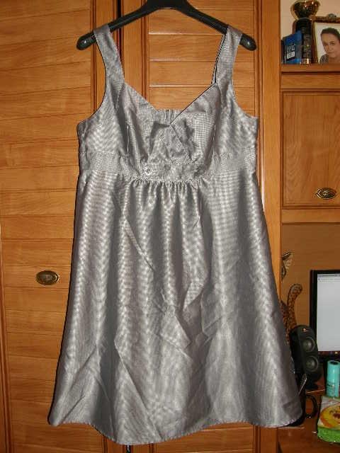 Nivena śliczna sukienka dla lekko puszystej 44