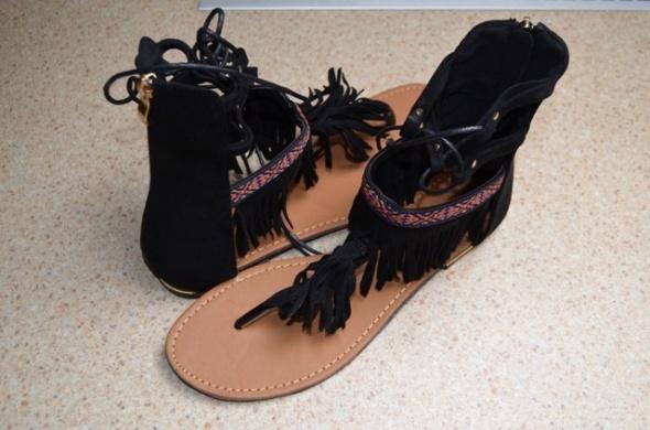 Nowe japonki sandały czarne zamsz skóra frędzle ozdoby cholewka