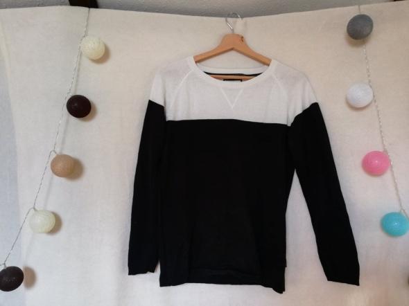 Sweter czarnobiały...
