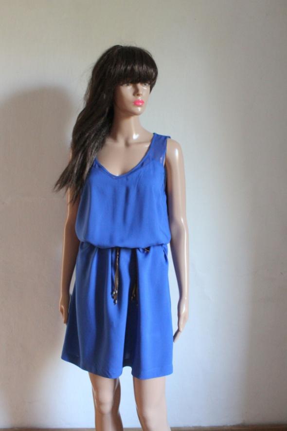 Niebieska prosta sukienka lejąca r około ML...