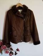 Brązowa kurtka z futerkiem