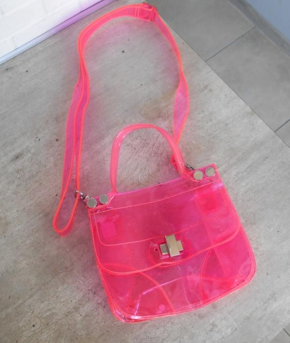 2302d7ca74110 Torebki na co dzień Ted Baker przezroczysta torebka neonowa listonoszka  transparentna różowa neon