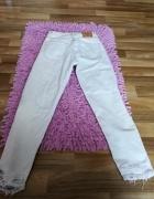 jasne jeansy dziury...