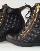 Sneakersy na koturnie pikowane zip sneakers koturn