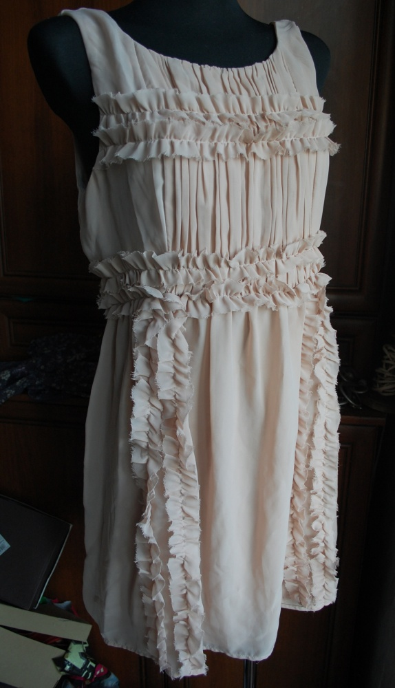 romantyczna zwiewna nude jak nowa sukienka Atmo