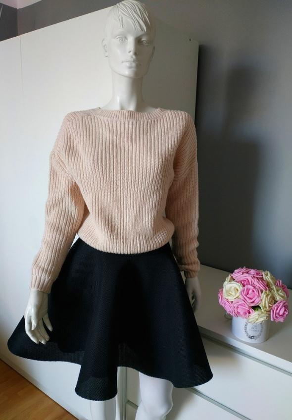 Spódnice Czarna rozkloszowana spódnica piankowa By o La La