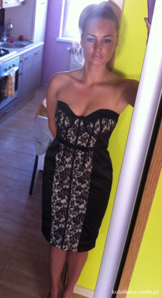 Ołówkowa sukienka z koronka nude serduszkowa S