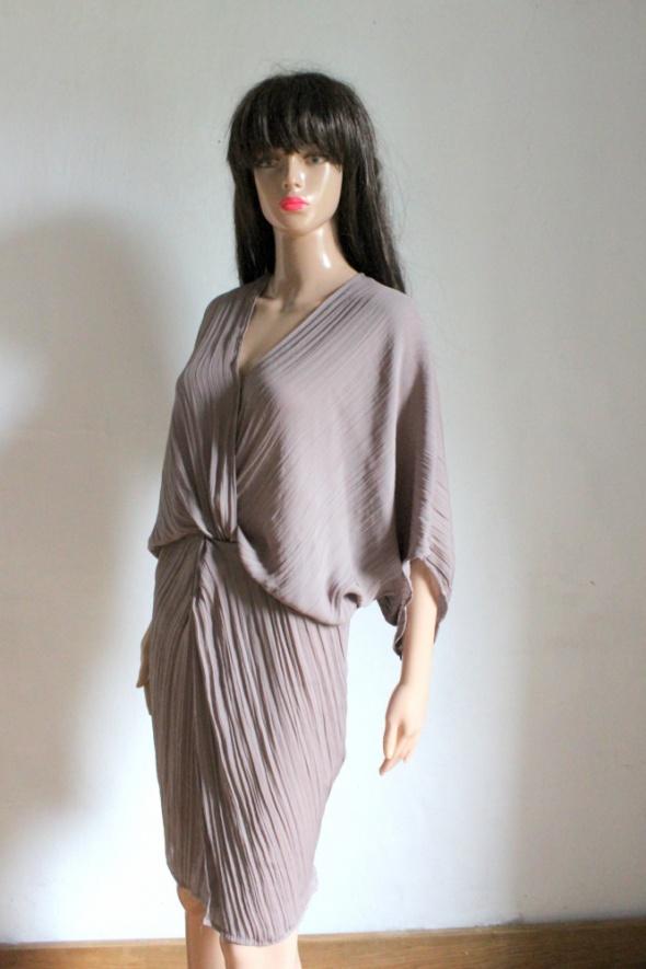 Beżowa sukienka kopertowa ala nietoperz r XS...