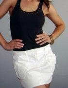 Biała mini spódniczka z kieszeniami...