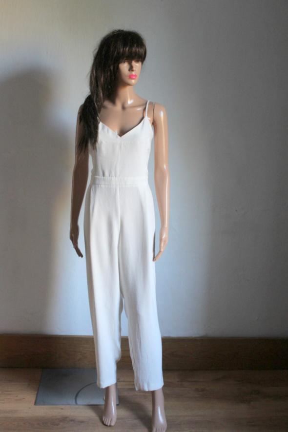 Elegancki biały kombinezon na ramiączkach r XL...