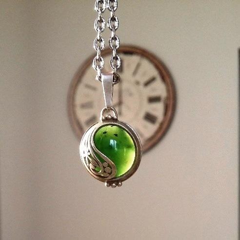 Szarotki z zielonym kamieniem