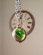 Szarotki z zielonym kamieniem...