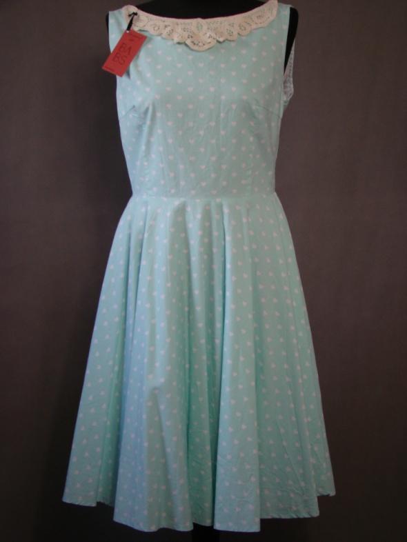 Miętowa sukienka w serca