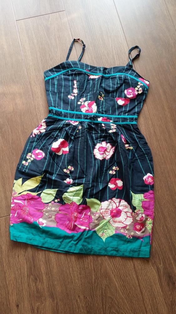 Ciekawa sukieneczka na ramiączkach xS