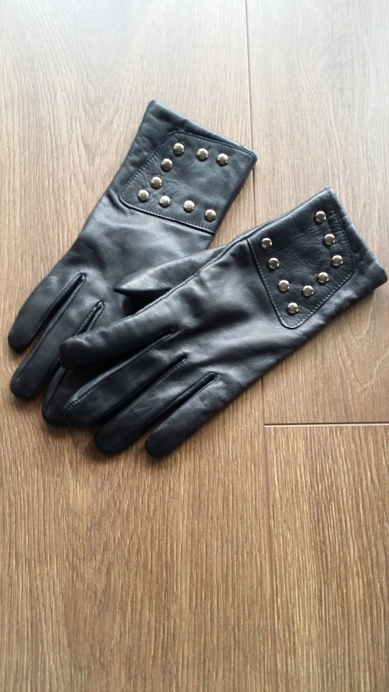 Nowe czarne skórzane rękawiczki