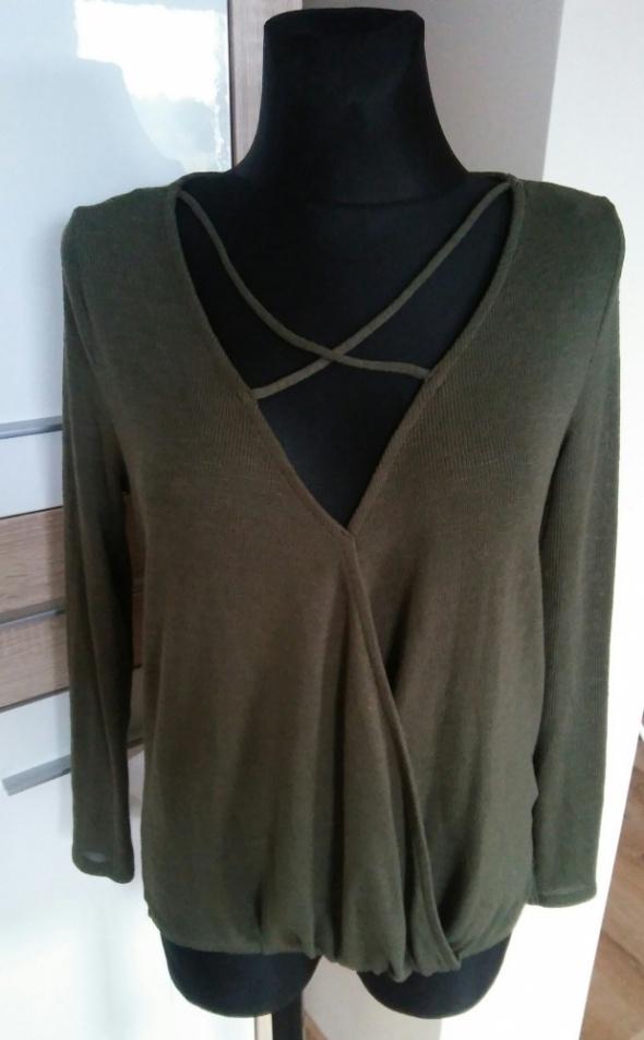 Sweter khaki ciekawy dekolt...
