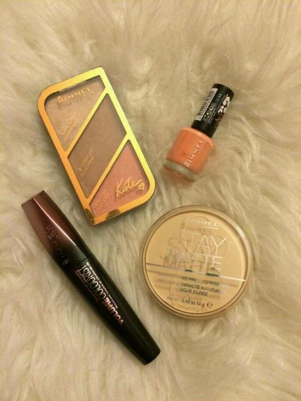 Rimmel zestaw kosmetyków do makijażu paletka modelująca do konturowania twarzy contour Kim Kardashian puder transparentny tusz do rzęs