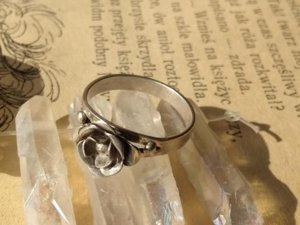 Rytosztuka srebrny stary pierscionek róża próby
