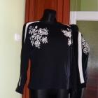 S czarna Bluza w haftowane kwiaty Pull&Bear