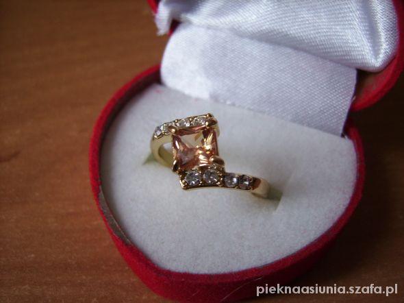 uroczy pierścionek 18kt