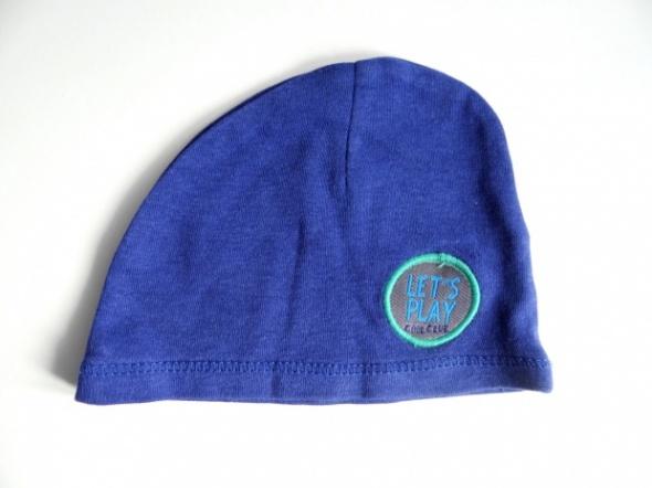 Cienka niebieska czapeczka