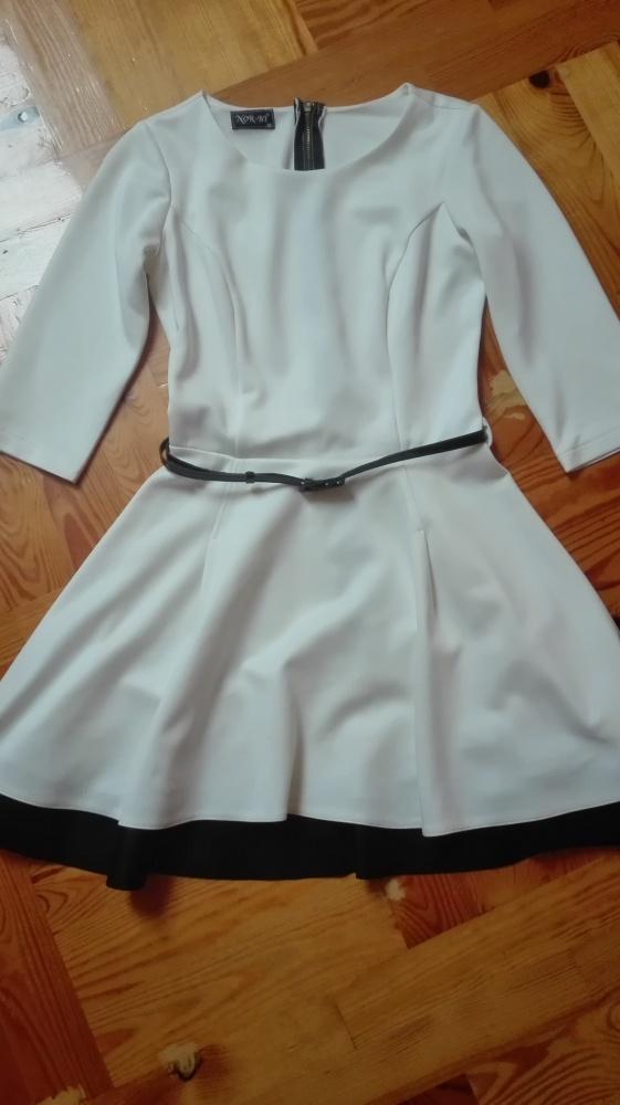 Piękna biała rozkloszowana sukienka z rękawem 34