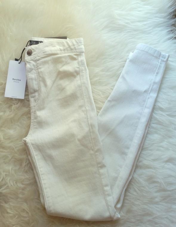 białe spodnie wysoki stan elastyczne bershka 32 NOWE